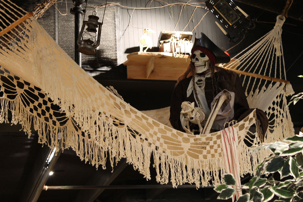 captain-jacks-hammock-skeleton-interior
