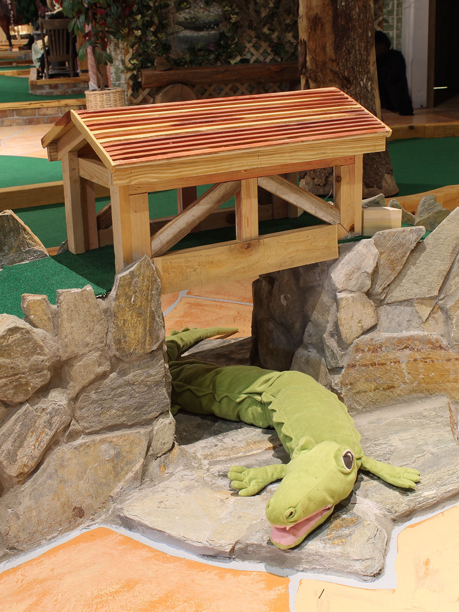 captain-jacks-mini-golf-alligator-interior