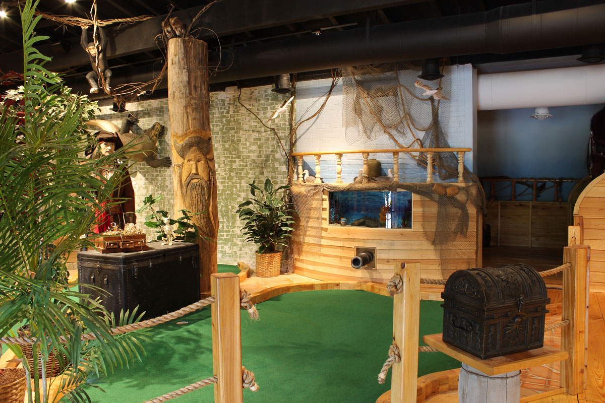 captain-jacks-mini-golf-jacks-hole-interior