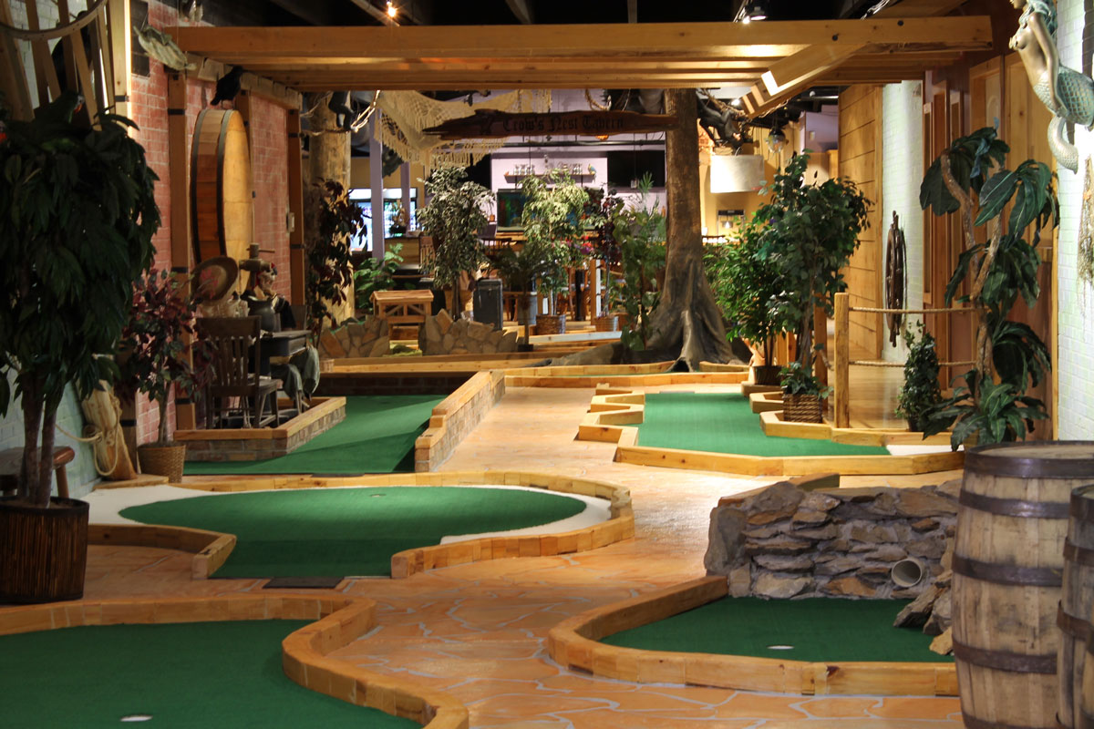 captain-jacks-mini-golf-overview-interior